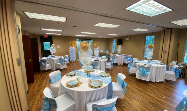 Room rental with blue and white decor